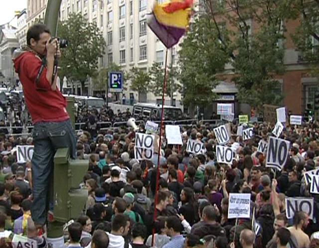 protestors-gather-parliament-demonstration-423