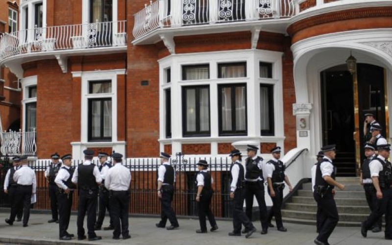 Chavez Warns UK Of Assange Embassy Raid Fallout