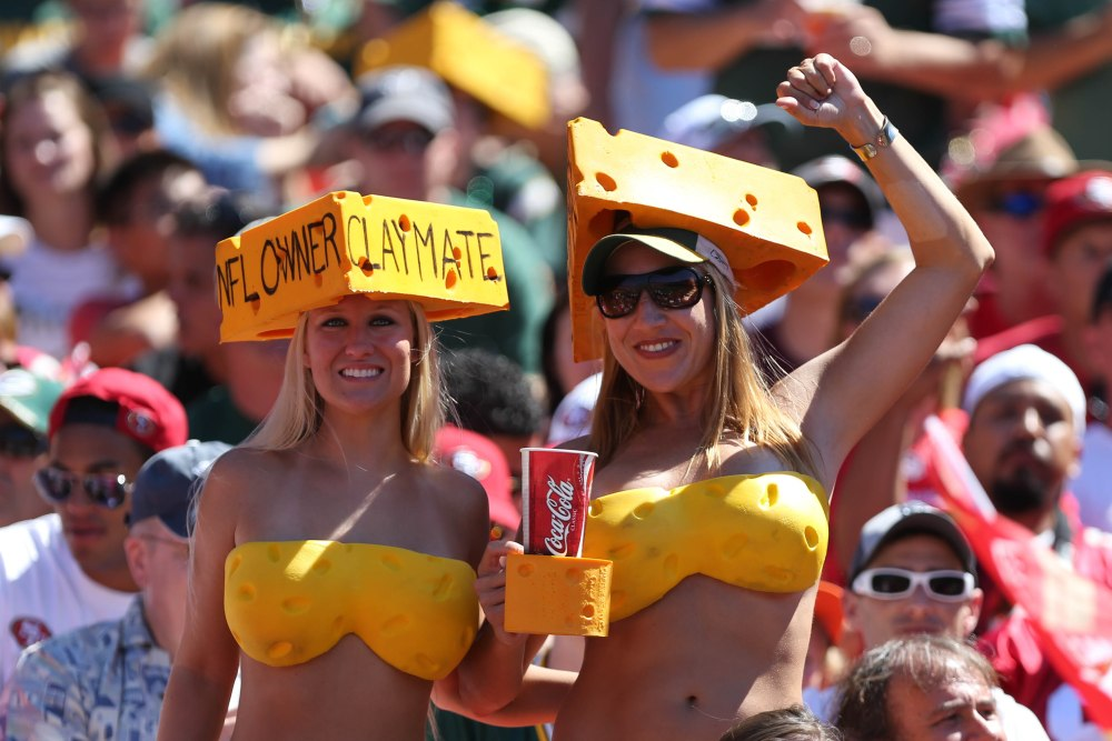 EXPERIENCE A GREEN BAY PACKER GAME TRIP