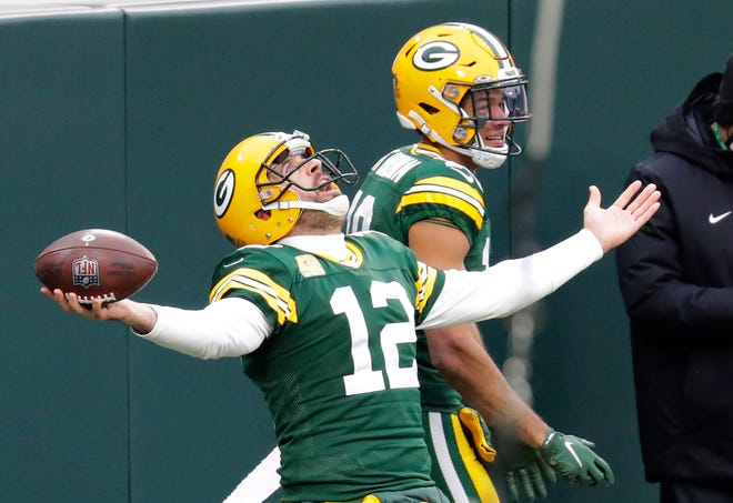 Can time heal all wounds? Aaron Rodgers arrives for Packers training camp