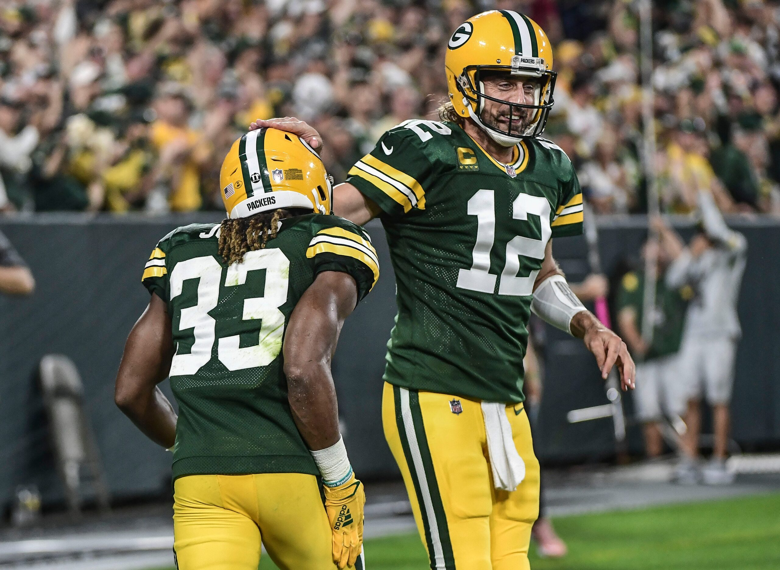 Packers QB Aaron Rodgers back to throwing in-rhythm