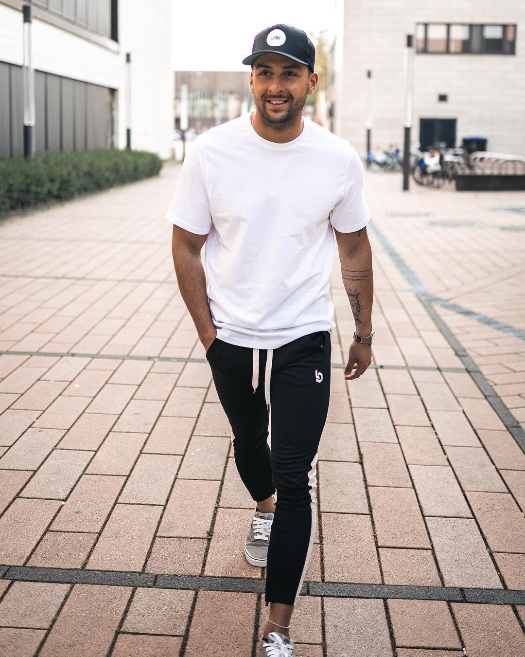8 cách phối đồ với áo thun trắng cực đơn giản giúp chàng định hình style nam tính