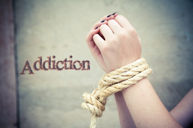 signs-that-loved-one-might-be-addicted