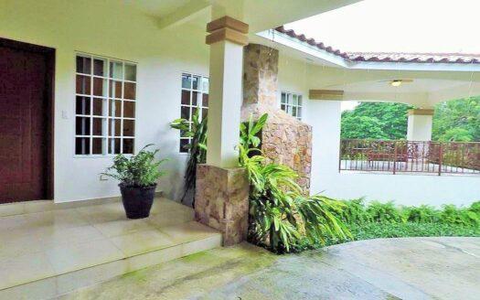Valle de Anton Villa Gaital region panama realty mountain house for sale el valle de anton panama 2