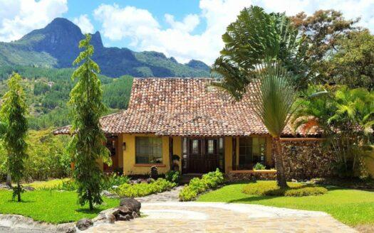 Altos del Maria Toscana Villa Picacho Region Panama realty panama mountain home 1