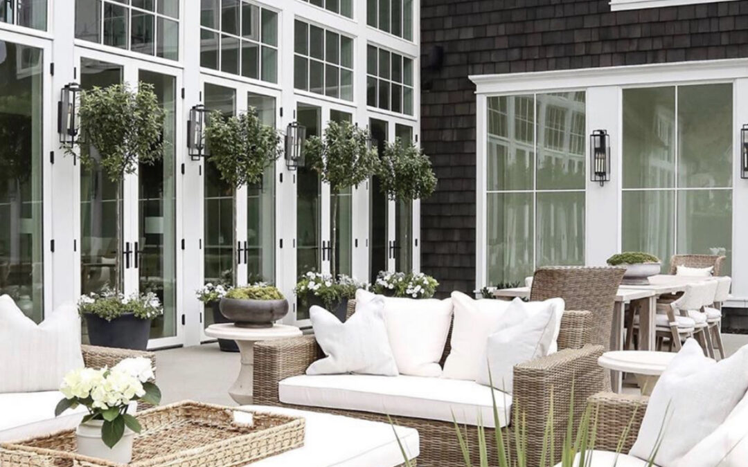 5 Outdoor Light Fixtures We're Loving Right Now
