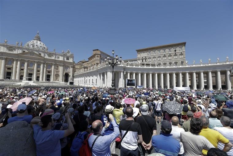180612-vatican-noon-prayer.jpg