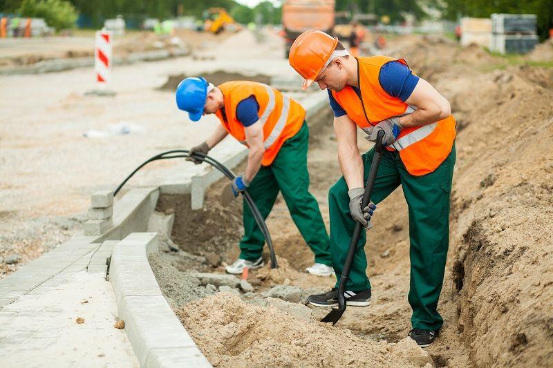 Labourers on a road construction art2 L com