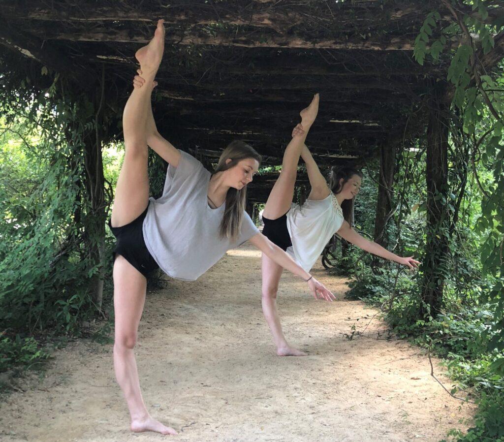 2 dancers in a tilt