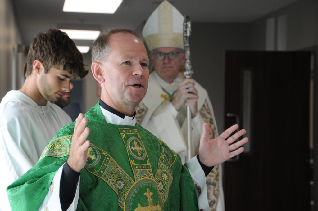Father Tony Ernst, administrator of St. Philip Neri Parish in Bicknell, thanks the building committee for their dedication and hard work on the new parish hall and parishioners for their perseverance. The Message photo by Megan Erbacher