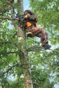 deer-hunter-in-tree