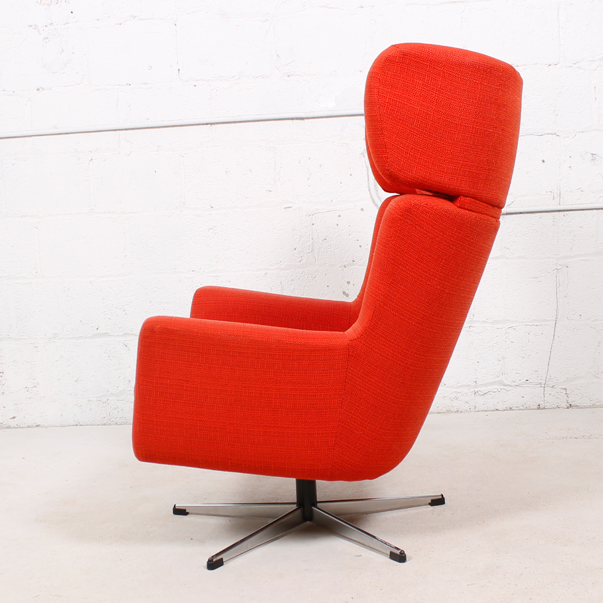 'Papa Goes Star Trek' Red Upholstered Swivel Lounge Chair w / Chrome Star Base