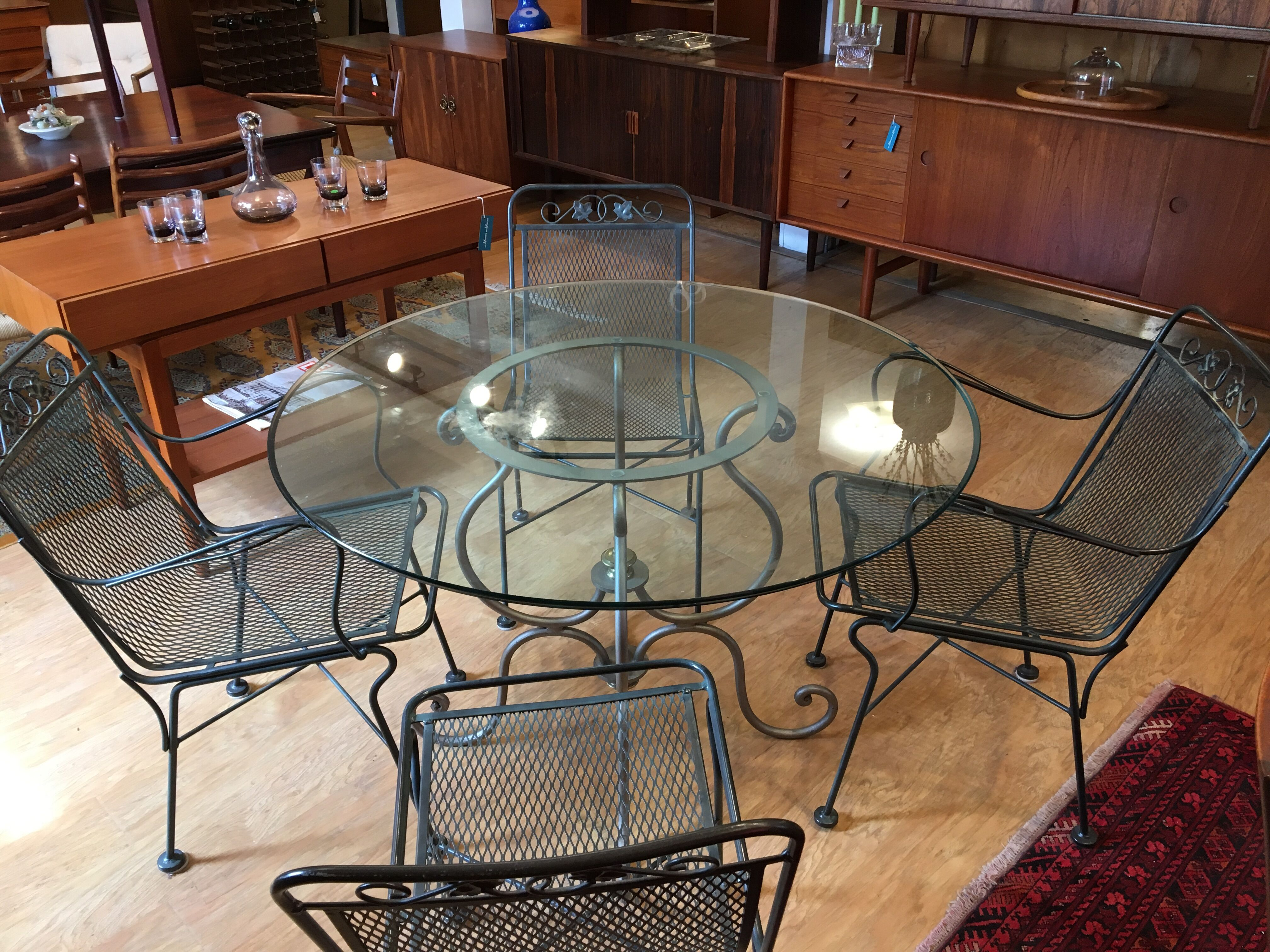 Vintage Patio Set! – Table & 4 Chairs