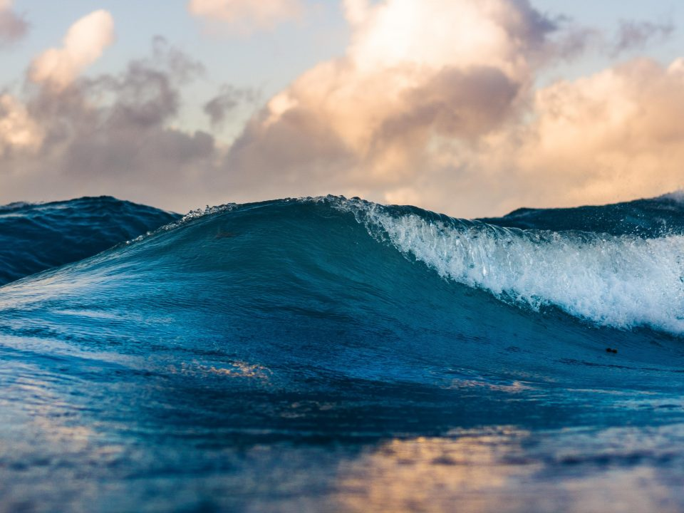 ocean wave during daytime