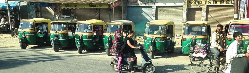 tuktuks lined up and ready to go