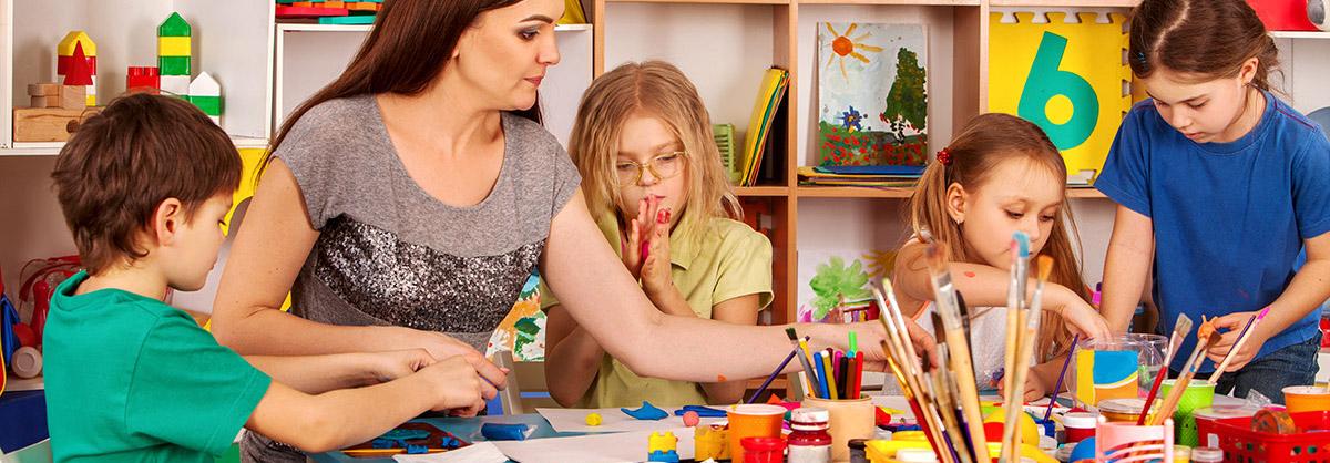 teacher painting with preschool children