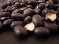 193px-Black_bean,_frijol_negro,_feijão_preto_1