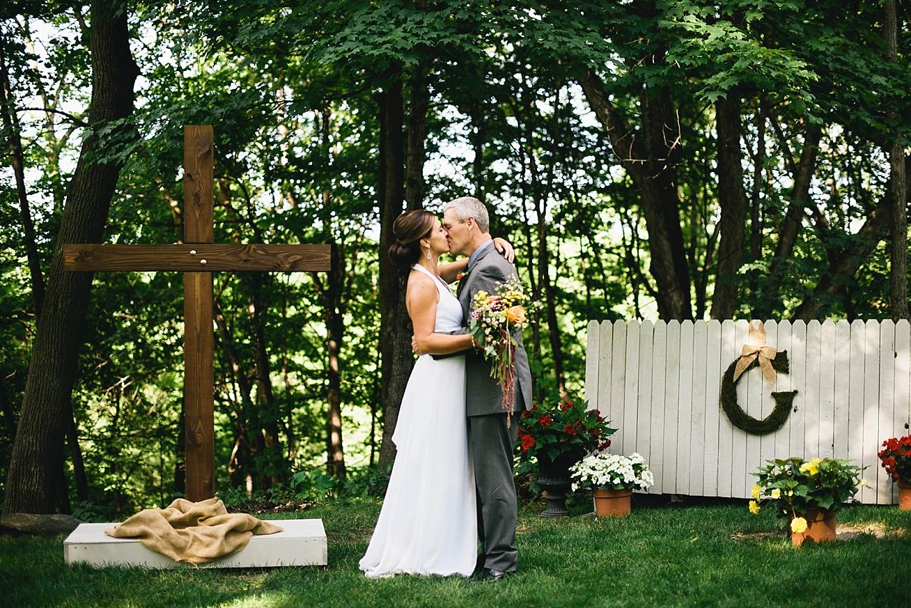 intimatebackyardwedding