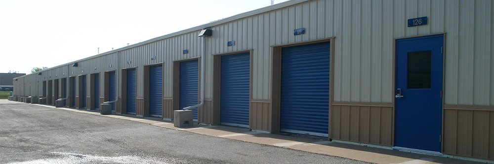 Large Garage self-storage space available in Davenport, Iowa.