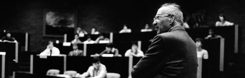 Peter Drucker em sala de aula.