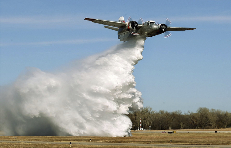Firefighting Air Tanker Puts on Show