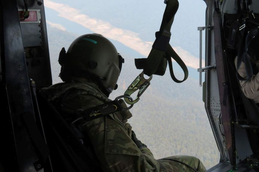 A Defence chopper sparked Canberra's Namadgi bushfire, but its crew didn't tell authorities the location for 45 minutes