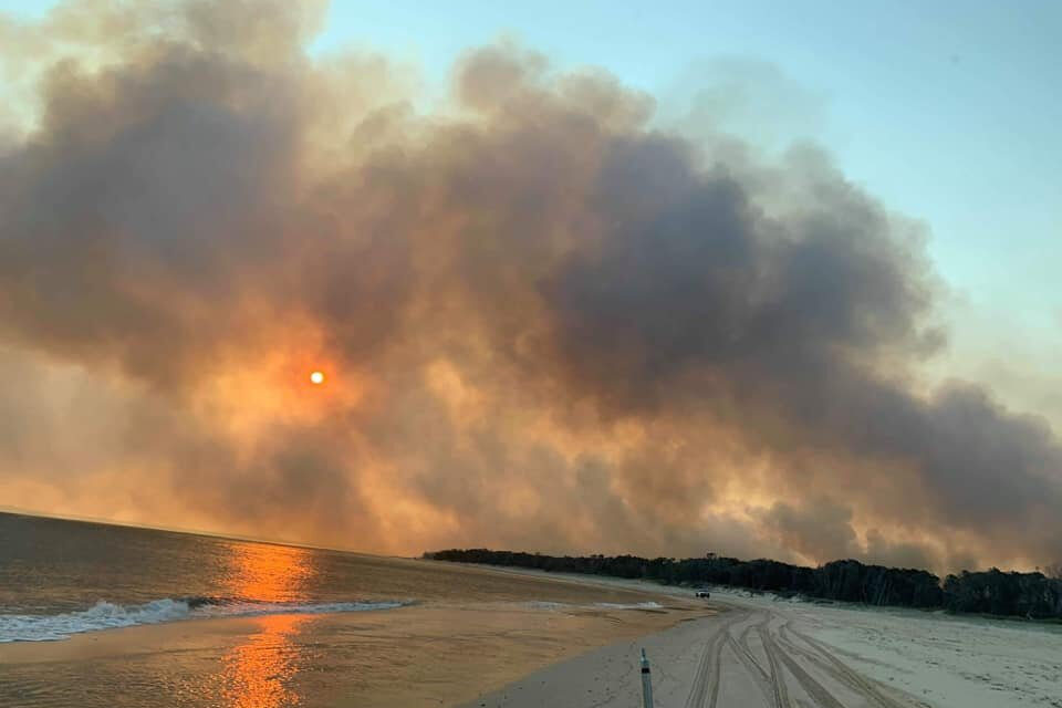 Helicopters, Large Air Tanker Called in to Fight Fraser Island Fire