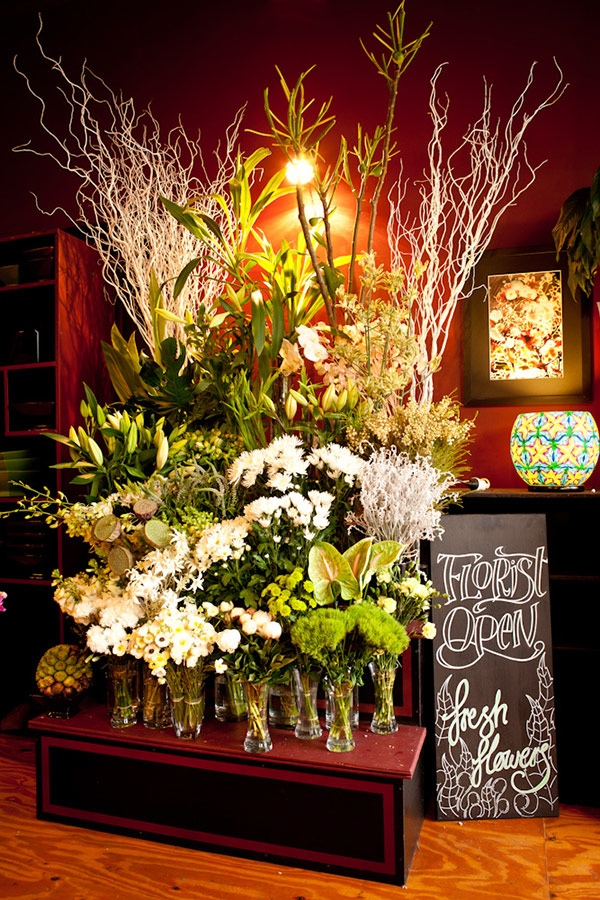PTM Shop Display White Flowers