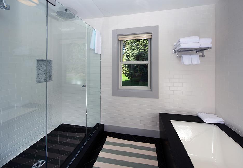 Oyster_Pond_25 l 1st FL Master Bath_72dpi