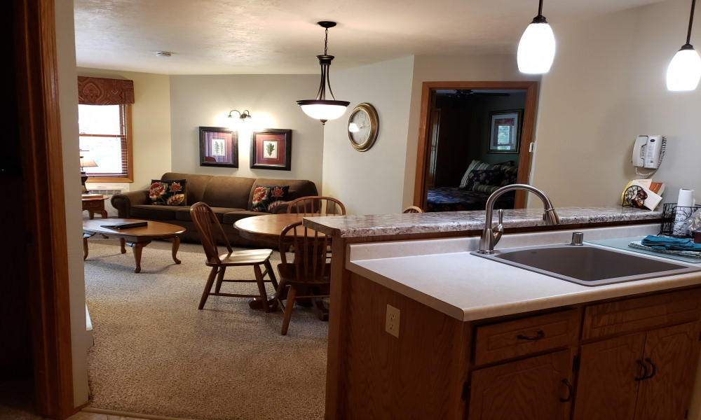 2BR 1K 1Q Whirlpool Suite