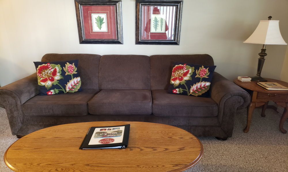 3BR 1K 2Q Whirlpool Suite w/ Fireplace