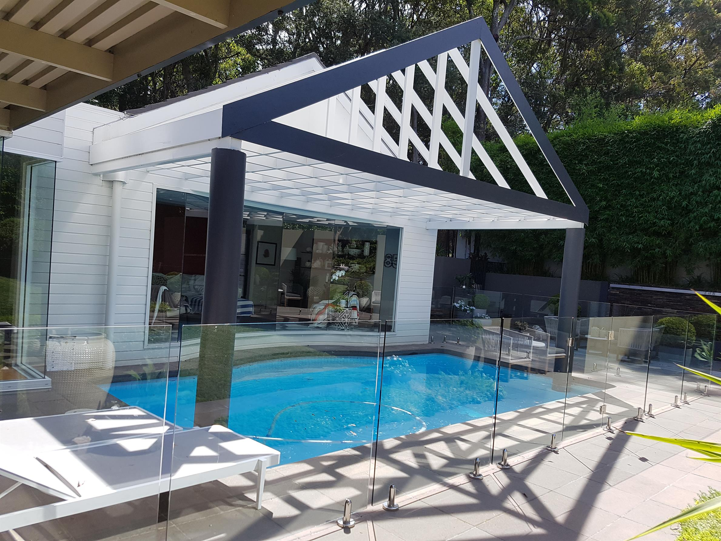 7 Tips For Homeowners To Improve Their Property With Glass Pool Fencing & Balustrades