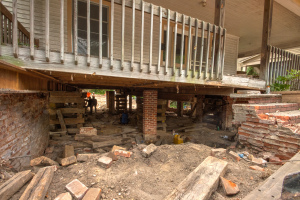 Mangum St House lifted from Foundation in Durham NC-5823