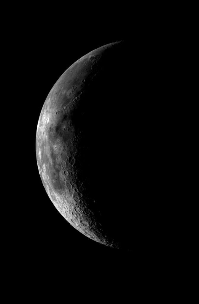 Cresent Moon PIA00224