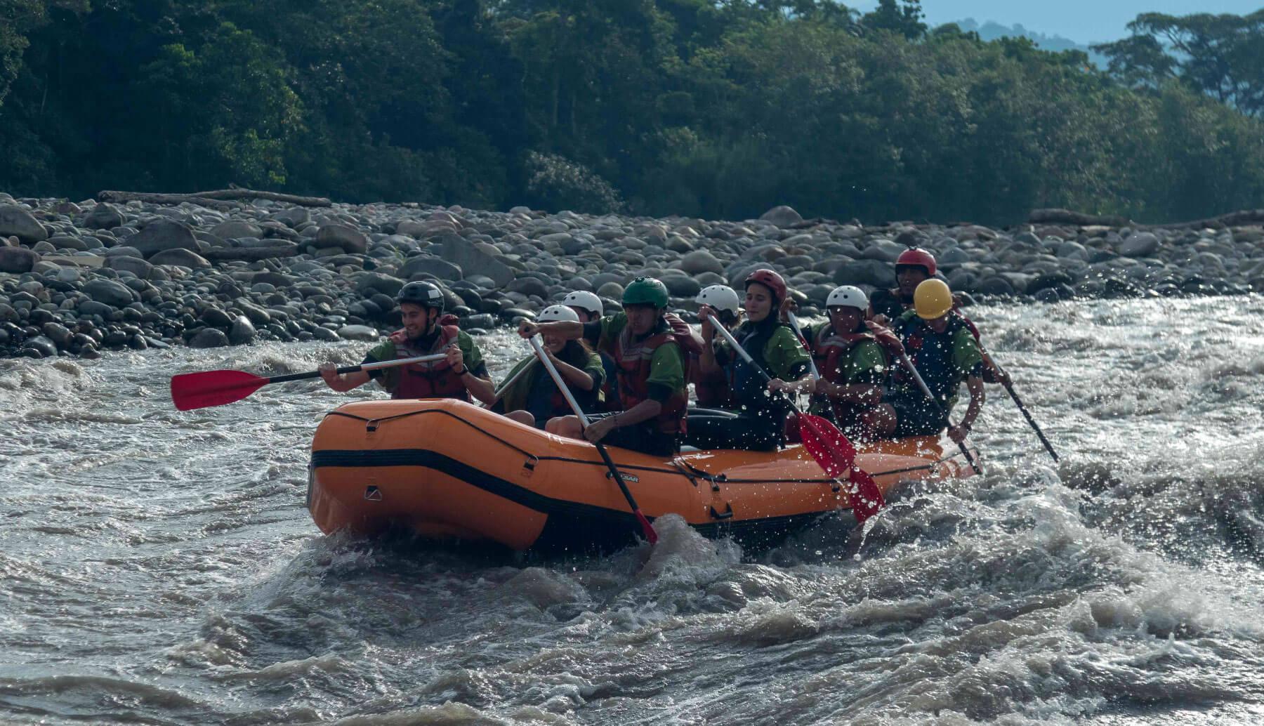 Rafters paddling in Jatunyacu rivers