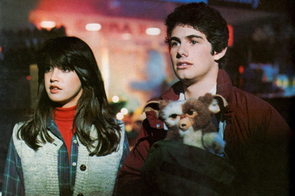 Phoebe Cates, Zach Galligan, and Gizmo in Gremlins