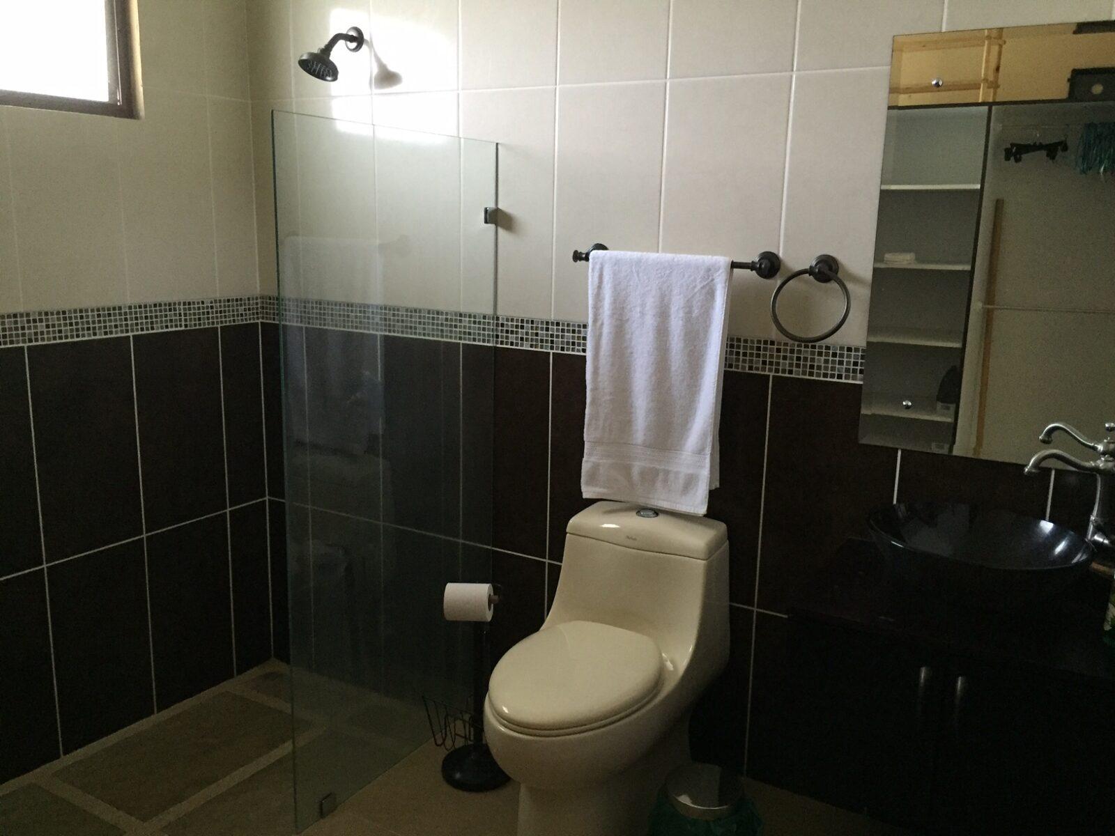 casa kingfisher villa rent bathroom