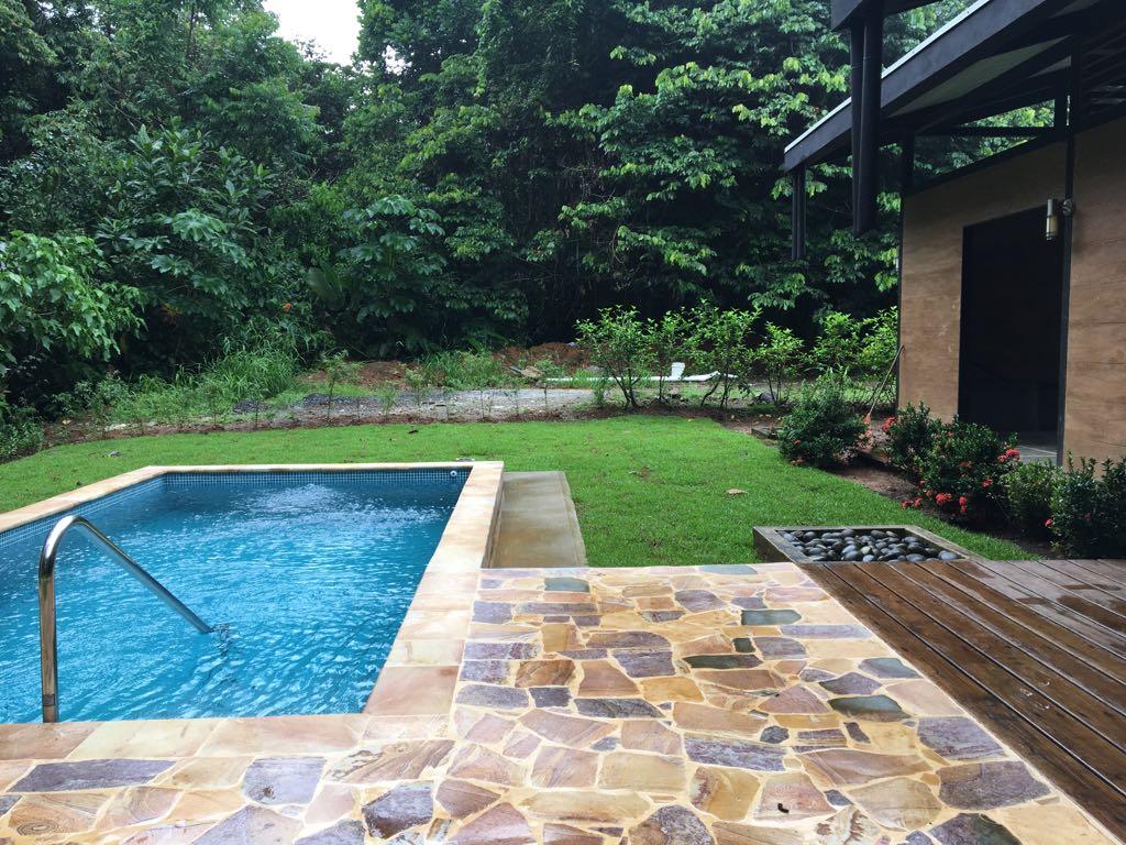 cusinga vacation rental pool deck