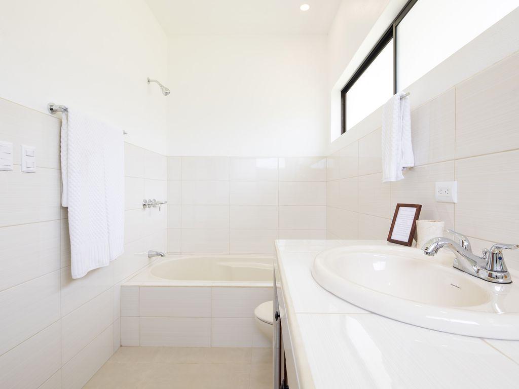 san buenas vistas bathroom 2