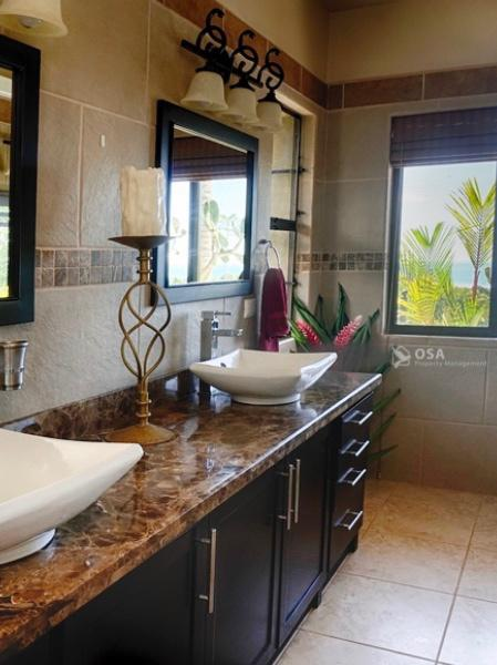 casa aventura ojochal master bathroom