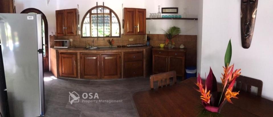 lluvia de brasas kitchen ojochal