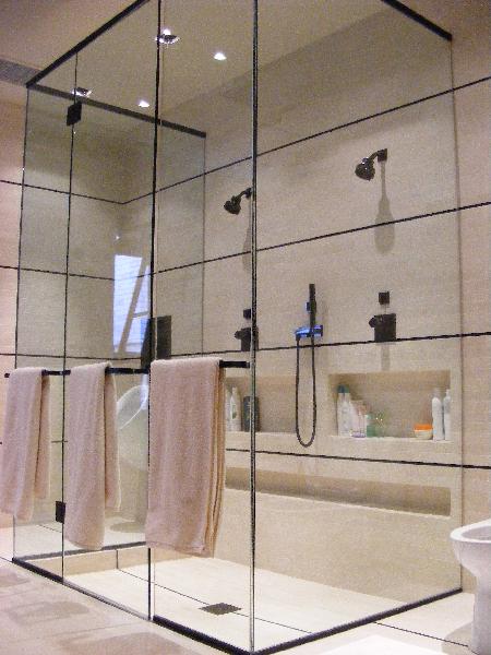 frameless-glass-shower-doors-19