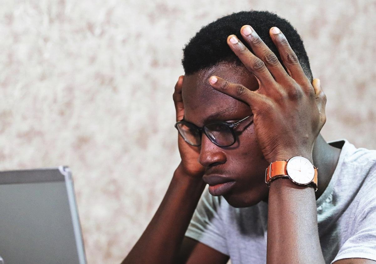 pessoa sentindo frustração no atendimento ao cliente