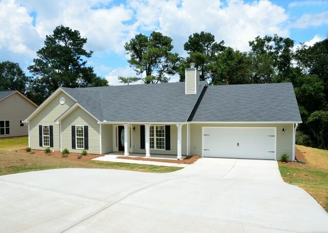 Pros and Cons of Replacing Your Roof Before a Listing | HFG Tips