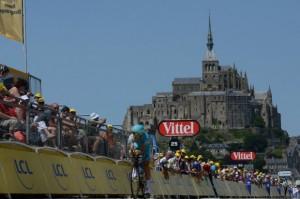 © A.S.O. / P.Perreve  - Un contre-la-Montre qui arrive au Mont-saint-Michel