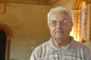 L'Abbé Pierre Pineau, garde sagement les lieux, interdit au public, un gardien de la mémoire
