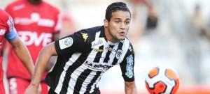 """LFP - """"Khaled Ayari pour son anniversaire s'est offert un 7° but ce vendredi soir à châteauroux pour la victoire angevine (0-1)."""""""