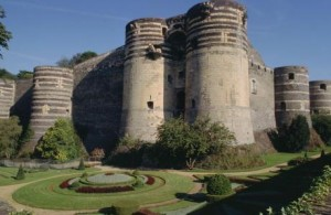 DR- Le chateau d'Angers et ses douves fleuries composent une partie du patrimoine angevin