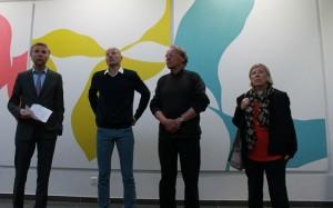 Yann Bubien, directeur général du Chu d'Angers accompagné des artistes dans la nouvelle salle de recueillement du CHU d'Angers.