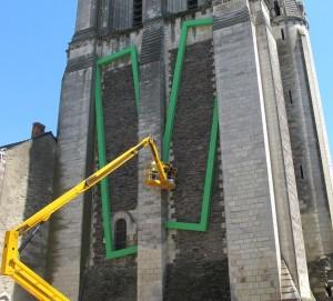 Credit Ville d'Angers - l'oeuvre de Nicolas Guiet sur la façade de la Tour Saint-Aubin.